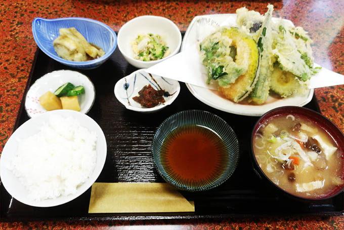 多菜田の天ぷら定食。
